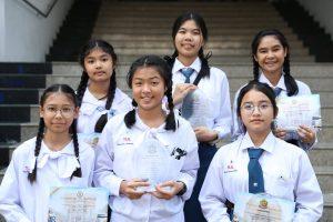 ยินดีกับนักเรียนที่ได้โล่ เกียรติบัตร งานวิชาการ ประจำปี 2561 ที่โรงเรียนกสินธรเซนต์ปีเตอร์ เมื่อวันที่ 20 ธันวาคม 2561