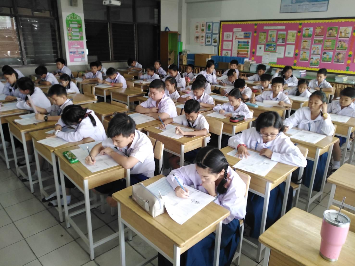 นักเรียนเข้าสอบโครงการประเมินและพัฒนาสู่ความเป็นเลิศทางคณิตศาสตร์และวิทยาศาสตร์ (TEDET)